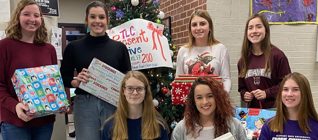 7 members of TLC (Teen Leadership Corp) who coordinated a present drive for CYS
