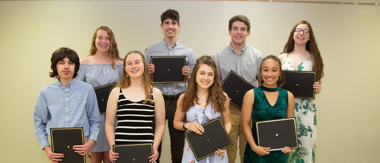 8 Honor Students in the Class of 2020 holding certificates